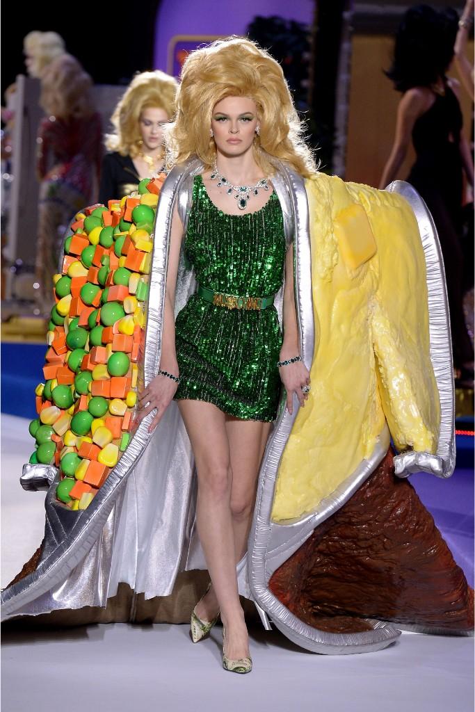 moschino fall 2019, milan fashion week, runway