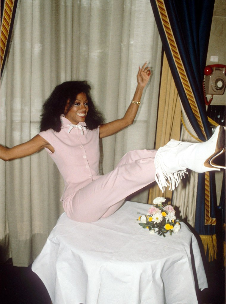 DIANA ROSS, western boots, celebrity style, VARIOUS - 1980