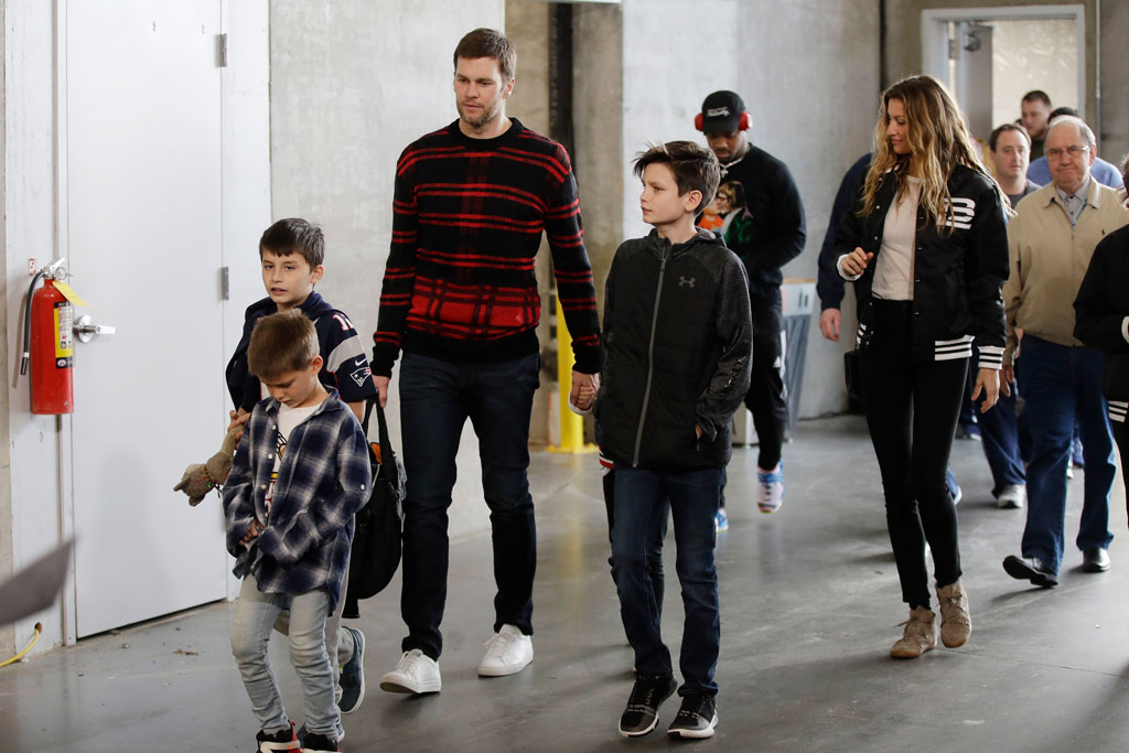 New England Patriots quarterback Tom Brady, his wife Gisele Bundchen, and their family arrive for a NFL football walkthrough