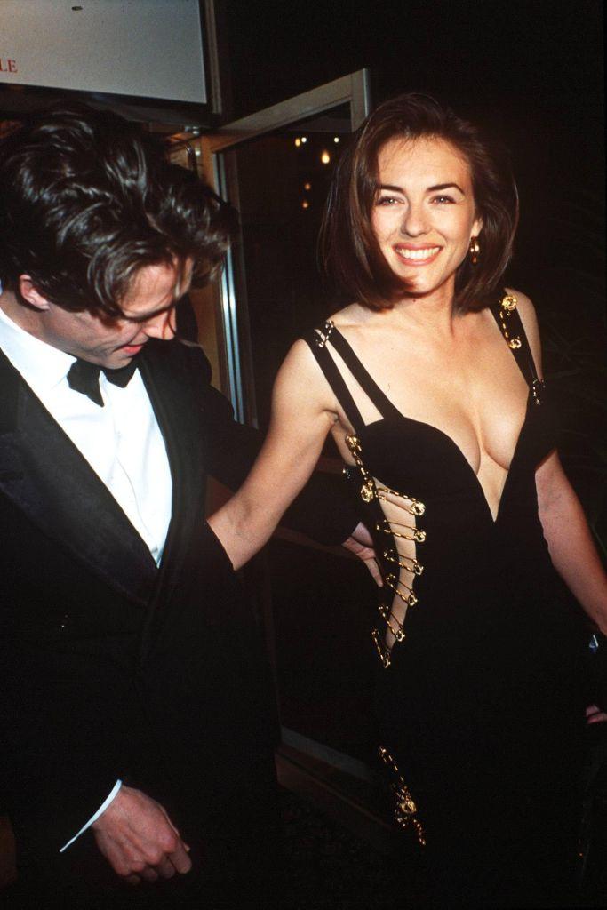 elizabeth-hurley-versace-1994-hugh-grant