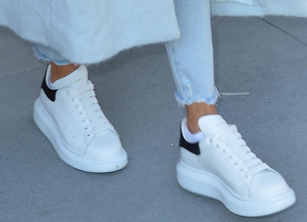 alexander mcqueen oversized sneaker outfit