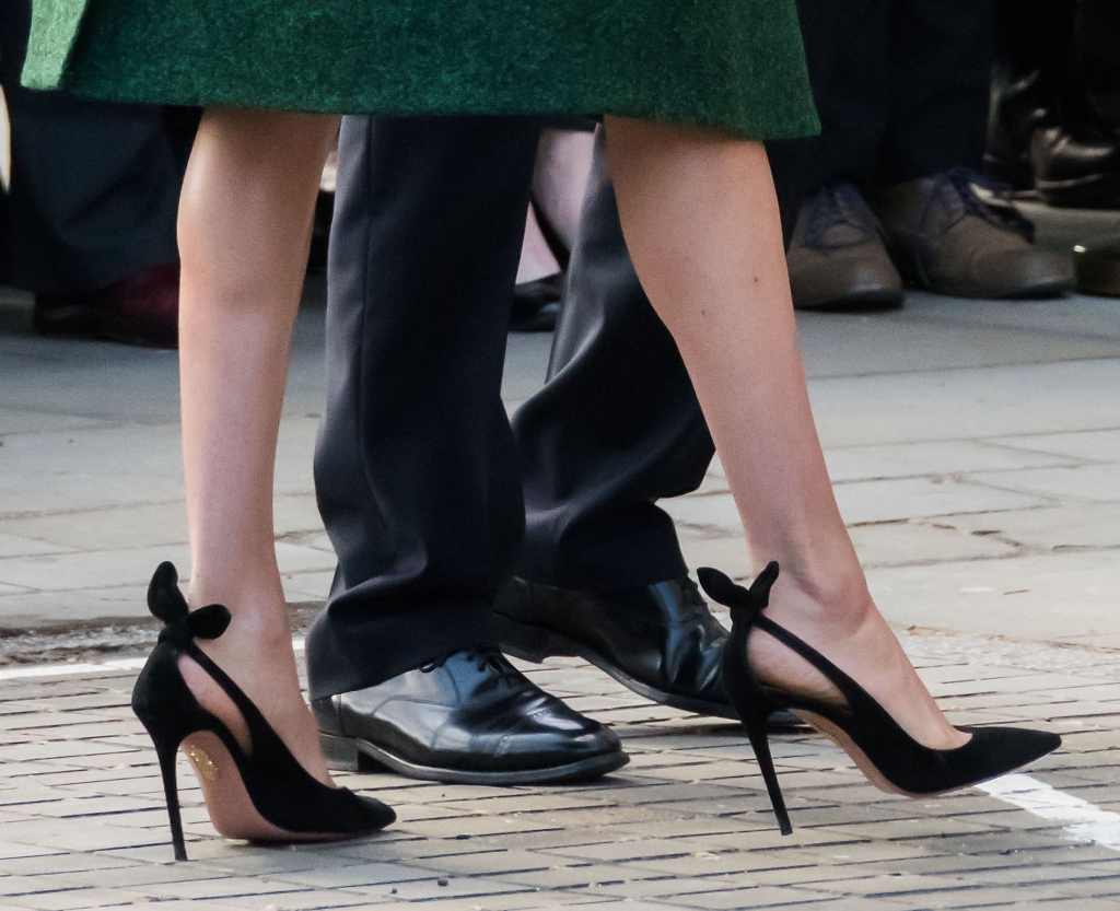 meghan markle favorite pumps, 105 bow-embellished suede pumps