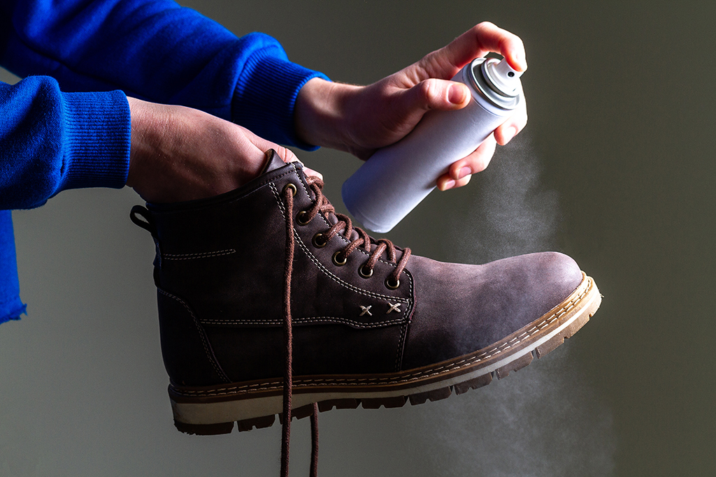 Leather boots waterproofing with spray