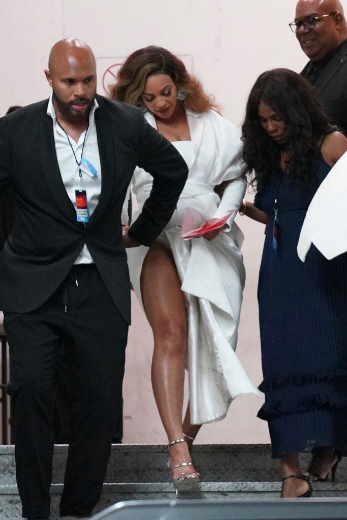 Beyoncé, balmain couture, dress, legs, giuseppe zanotti, sandals, celebrity style, naacp image awards