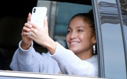 j-lo selfie, j-lo engagement ring