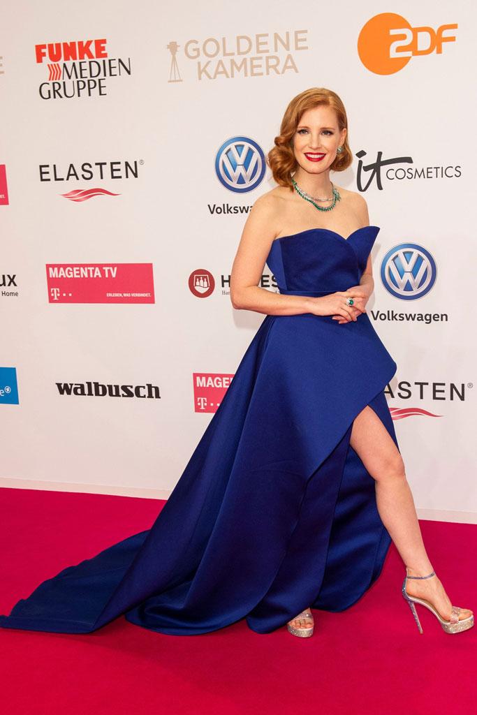 Jessica Chastain, elie saab, rene caovilla, high heels, dress, thigh-high slit, golden camera