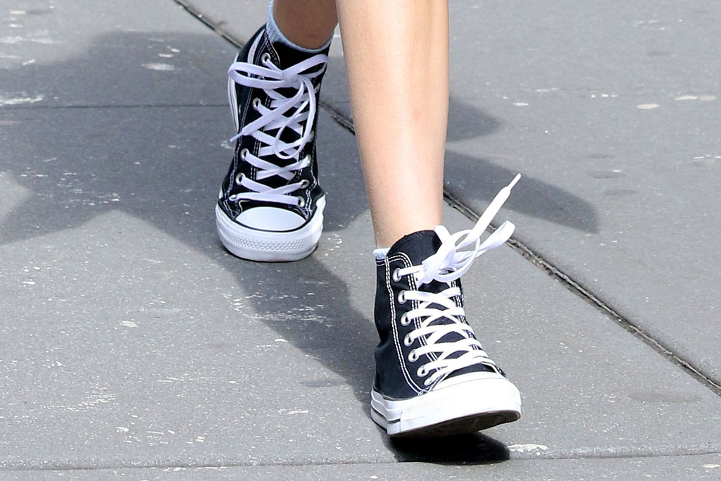 kaia gerber, converse, celebrity style, sneakers