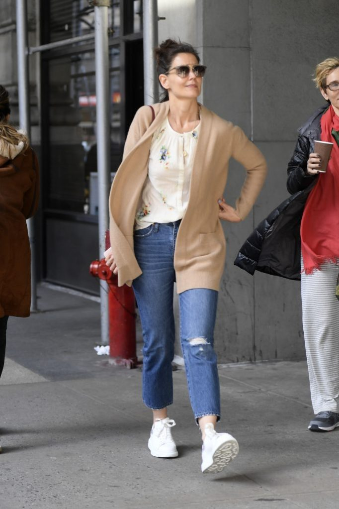 Katie Holmes, mom jeans, alexander mcqueen, sneakers, cardigan, chanel, handbag, steps out for a walk with a friend a day after been photographed on a romantic NYC walk with her Boyfriend Jamie Foxx amid split speculation in New York CityKatie wears:Handbag- ChanelPictured: Katie HolmesRef: SPL5075492 280319 NON-EXCLUSIVEPicture by: Elder Ordonez / SplashNews.comSplash News and PicturesLos Angeles: 310-821-2666New York: 212-619-2666London: 0207 644 7656Milan: 02 4399 8577photodesk@splashnews.comWorld Rights, No Portugal Rights