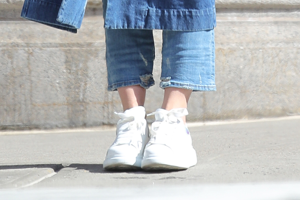 katie holmes, denim, white sneakers, chanel, new york