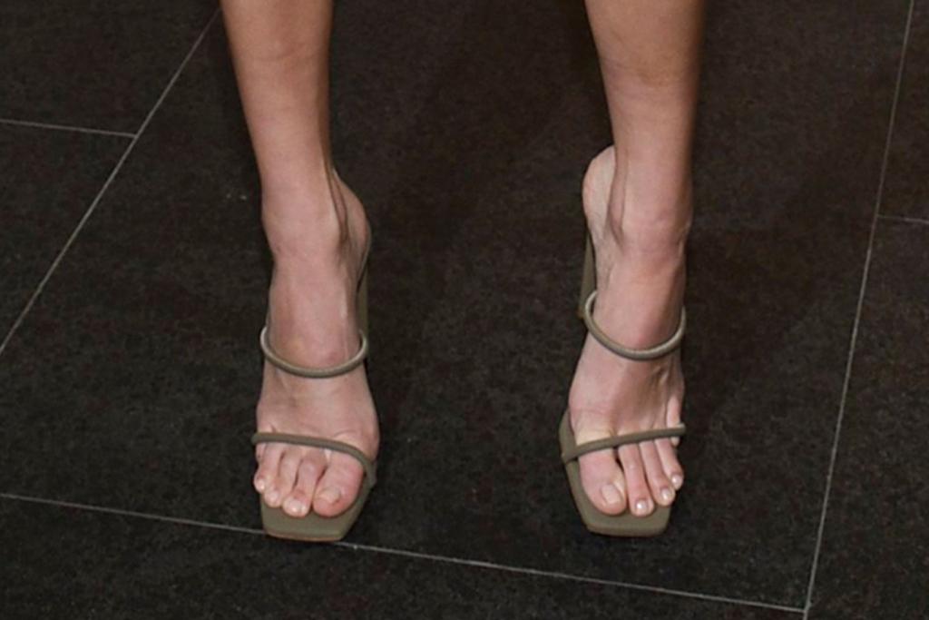 kendall jenner, times square edition, snakeskin dress, sandals