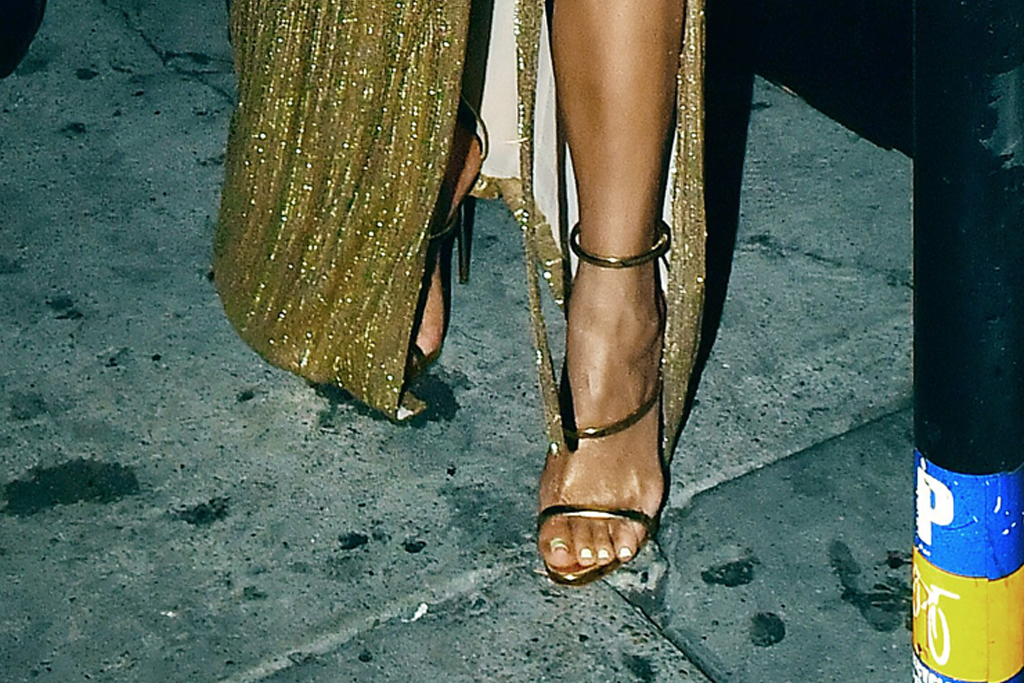 diana ross, Diana Ross' 75th birthday party, khloe kardashian, shoes, gold