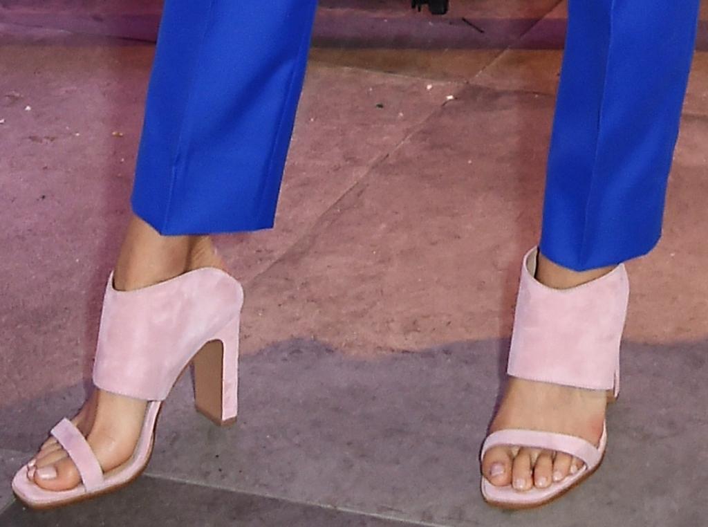 jamie chung, chinese laundry, 42 gold linx sandal, feet