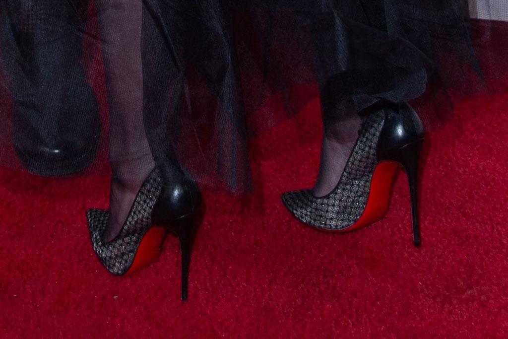 amber heard, christian louboutin pumps, high heels, red carpet