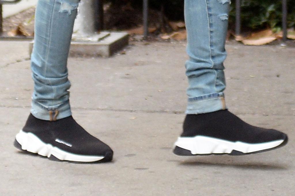 suga, bts, sneakers, balenciaga, skinny jeans, new york city, street style