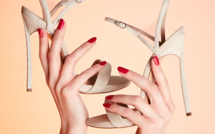 bridal-shoe-casadei-diamond-dust-v-celebrity-sandal