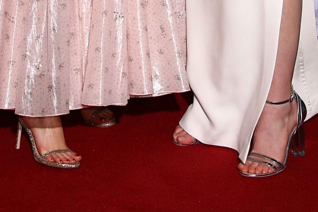 maisie williams, sophie turner, sandals, red carpet, game of thrones, got