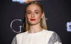 Sophie Turner, louis vuitton, celebrity style,