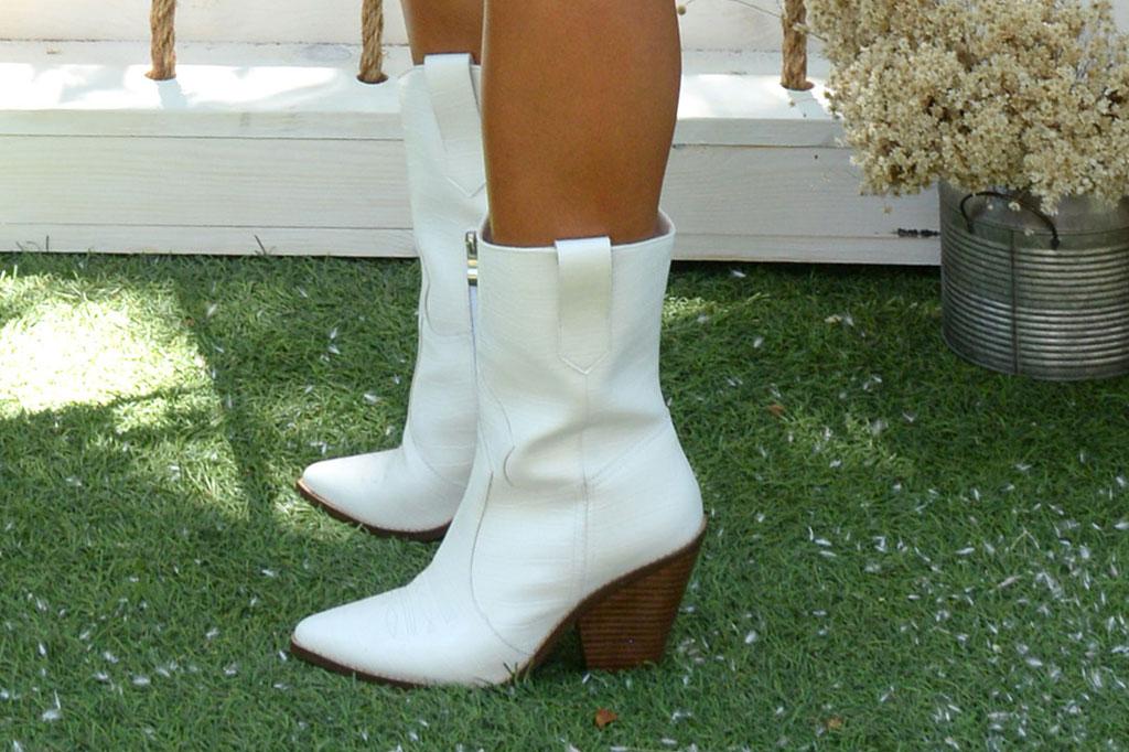 Jessie James Decker, justfab collaboration, white cowboy boots, celebrity style