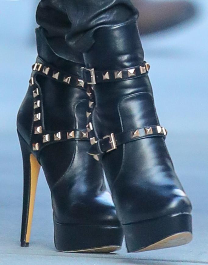 jennifer lopez platform boots