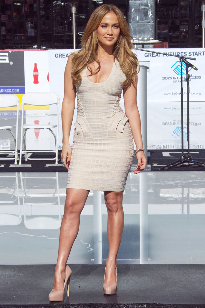 jennifer lopez, herve leger bandage dress, celebrity style, 2010