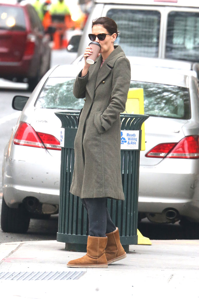 katie holmes, ugg boots, sweatpants, wool coat, new york city, celebrity style