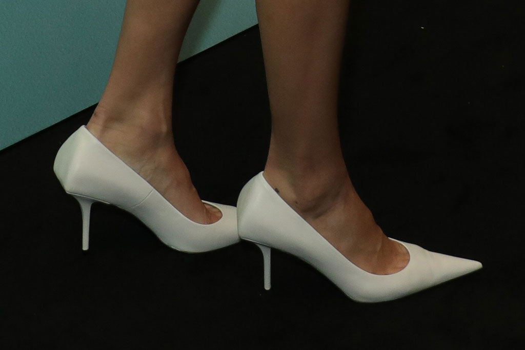 Kendall Jenner, white shoes, pumps, pointy-toed, high heels
