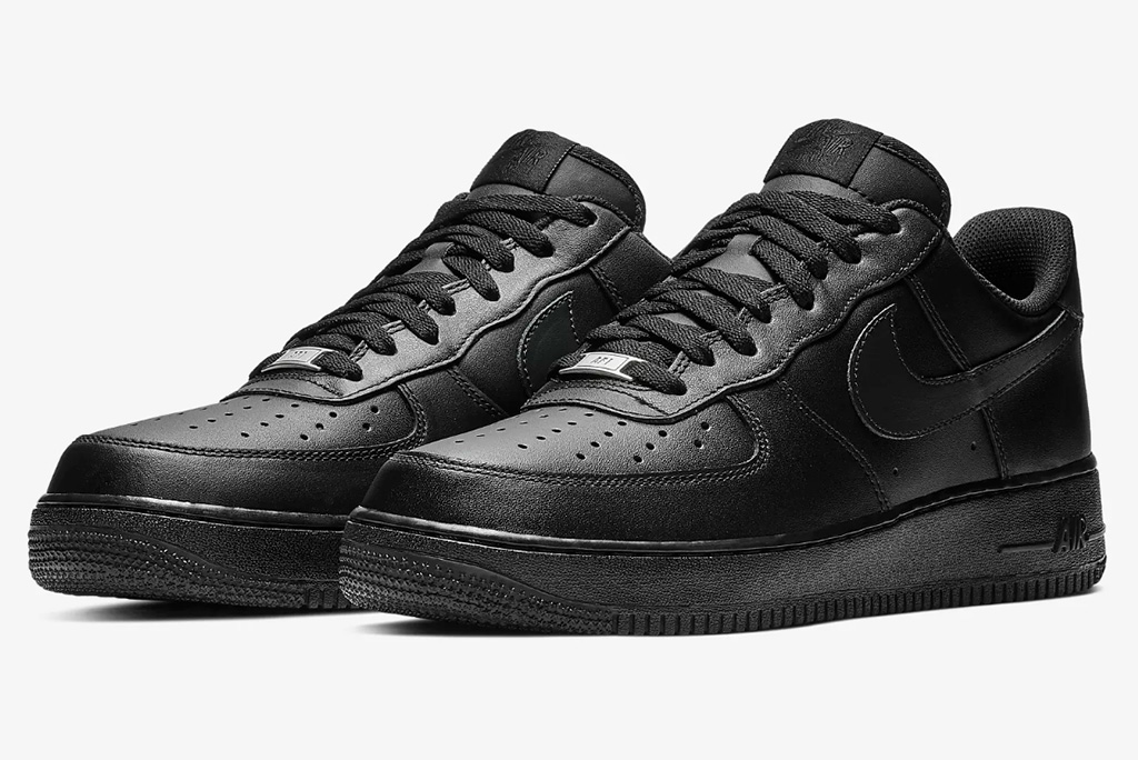 pure black nike shoes