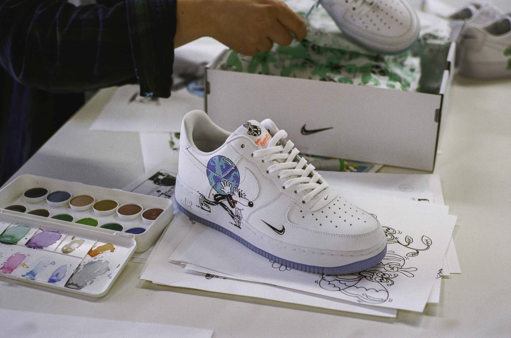 Desalentar Catastrófico paralelo  Nike Collaborates with Artist Steven Harrington for Earth Day Sneakers –  Footwear News