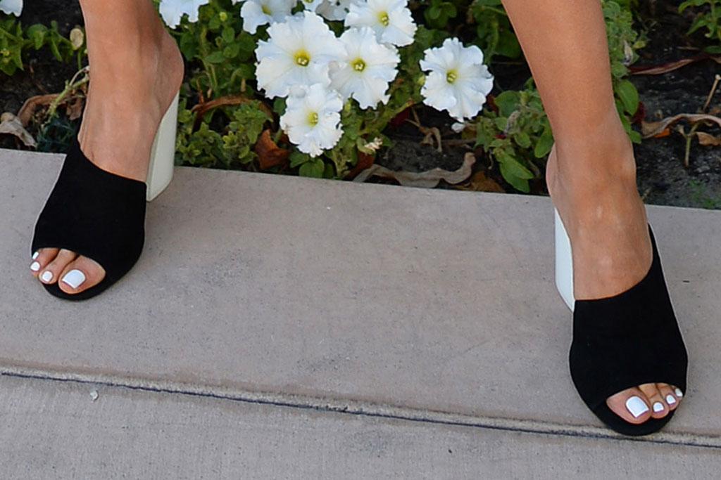 olivia culpo, revolve, festival style, coachella 2019, black sandals