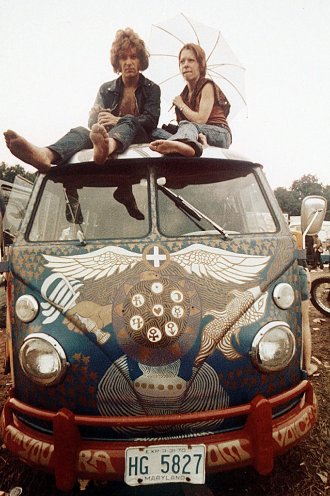 Concert-goers sit on the roof of a Volkswagen bus at the Woodstock Music and Arts Fair at Bethel, N.Y., USA. 40 yeras ago, the three-day concert attracted hundreds of thousands of people, and became a landmark cultural event of the late '60sRP Woodstock Jahrestag, BETHEL, USA