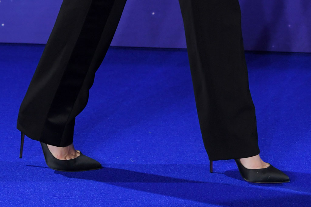 scarlett johansson, high heels, classic black pumps, avengers: endgame, celebrity style