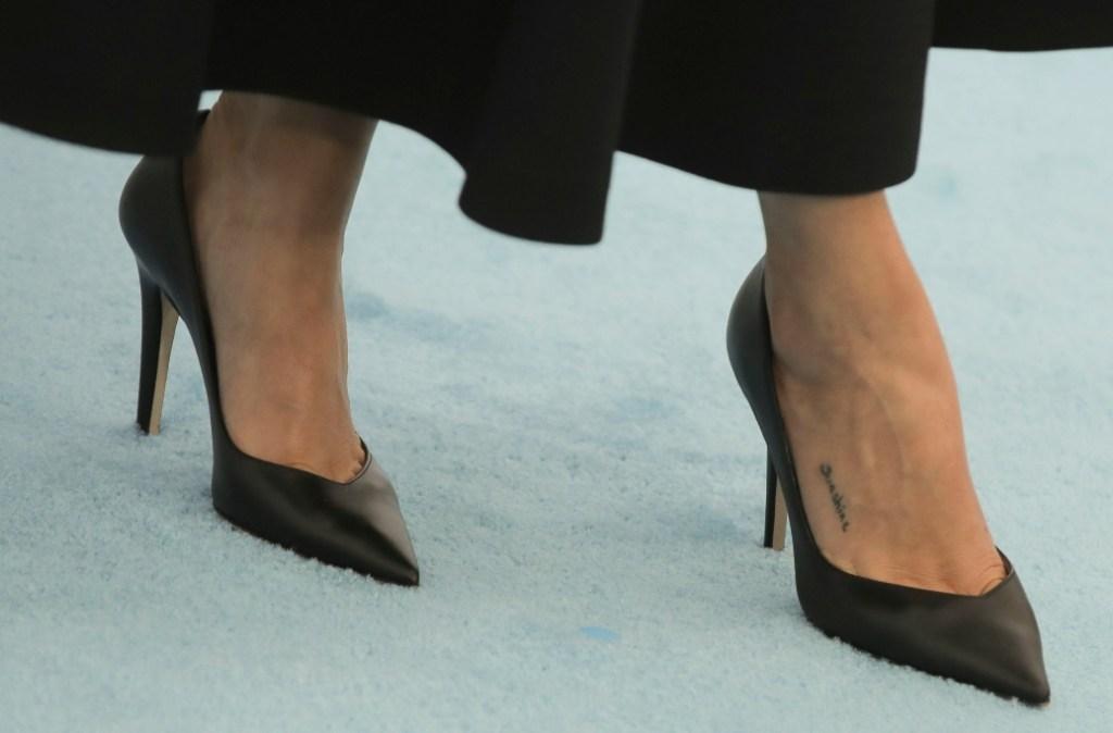 selena gomez, we day, we day california, dior dress, heels, navy dress