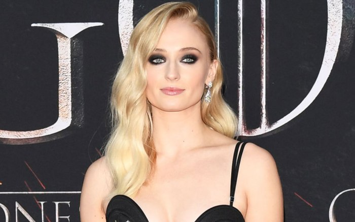 Sophie Turner, Game of Thrones, celebrity style, red carpet, louis vuitton