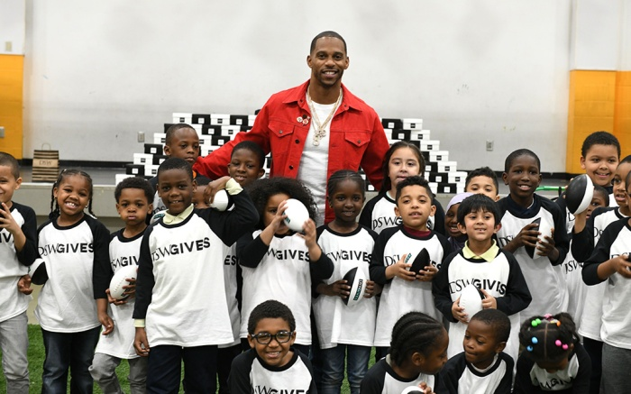 NEW YORK, NEW YORK - MAY 09: Former NFL Star Victor Cruz kicks off DSW's Shoe Donation Summer Campaign at BronxWorks Community Center on May 09, 2019 in New York City. (Photo by Bryan Bedder/Getty Images for DSW)