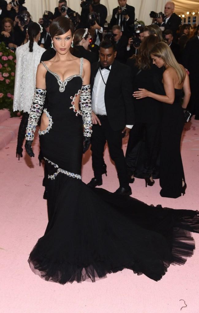 bella hadid, met gala 2019, moschino dress