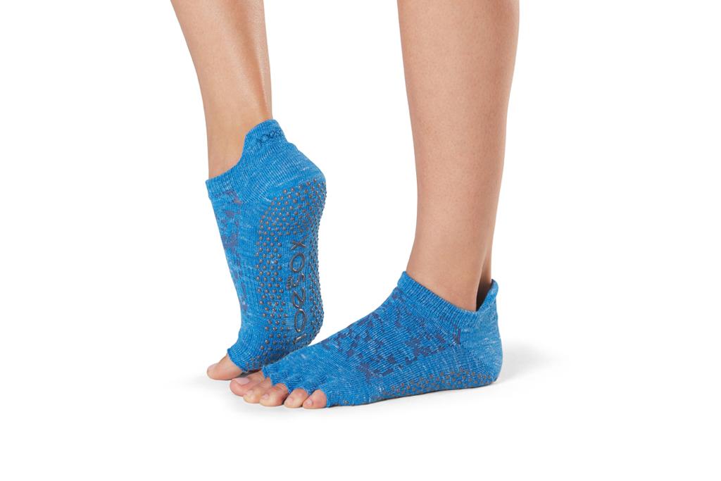 toesox grip low rise yoga socks