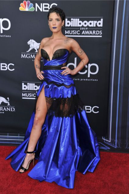 halsey, bbmas red carpet 2019, celebrity style, legs, low-cut black and blue dress, black ankle strap sandals