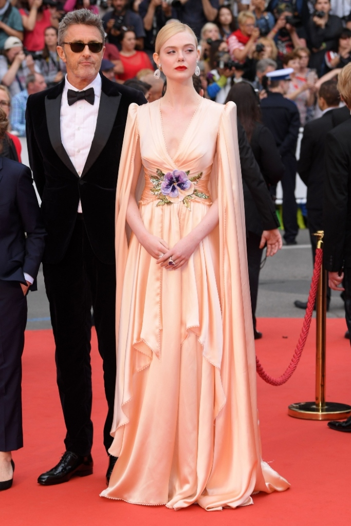 elle fanning, the dead don't die, gucci gown, tall heels, cannes film festival