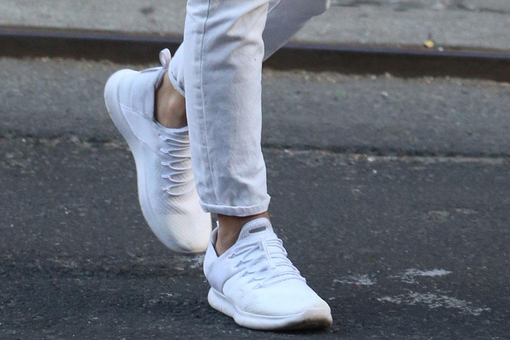 Emily Ratajkowski, emrata, sneakers, white sneakers, celebrity style