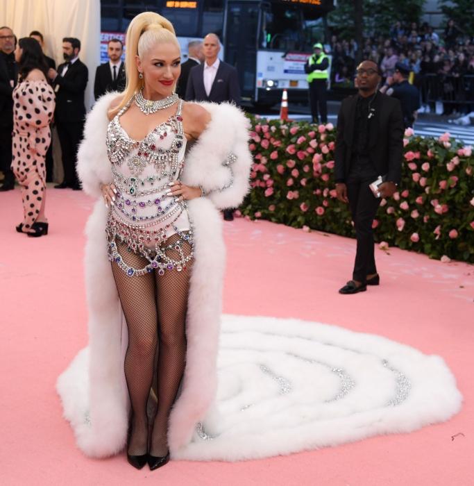 Gwen Stefani, 2019 met gala, christian louboutin so kate pumps