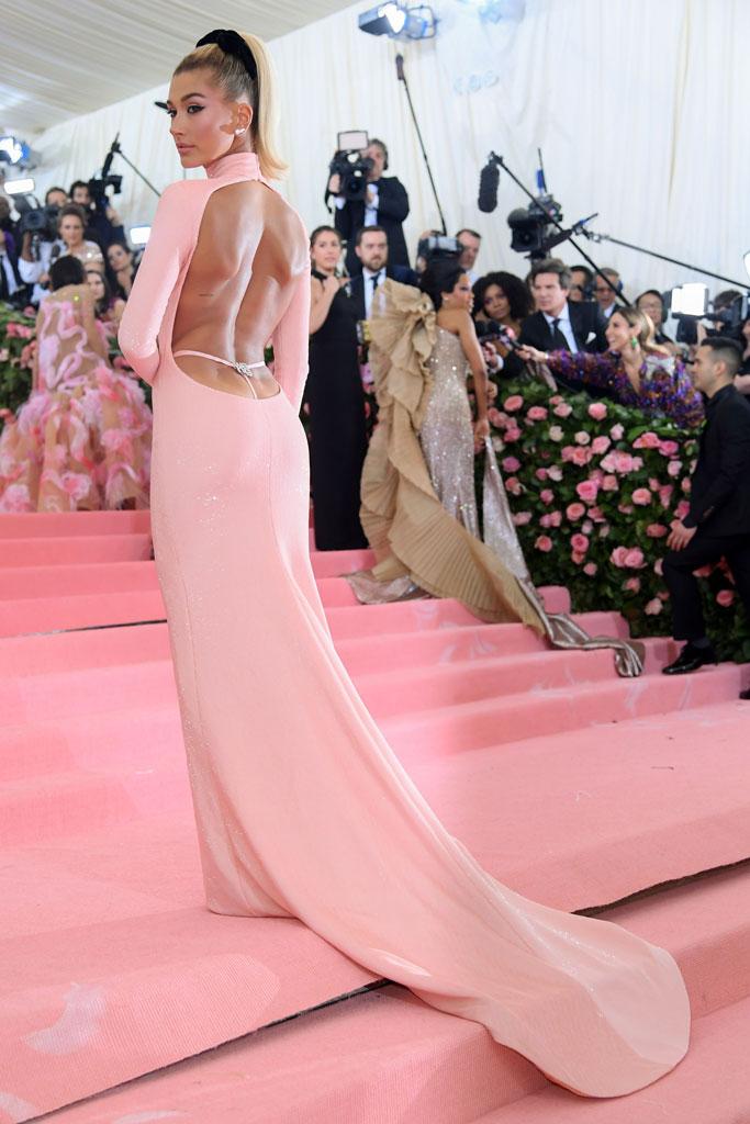 hailey baldwin, red carpet, 2019 met gala, celebrity style, alexander wang dress, sparkly thong