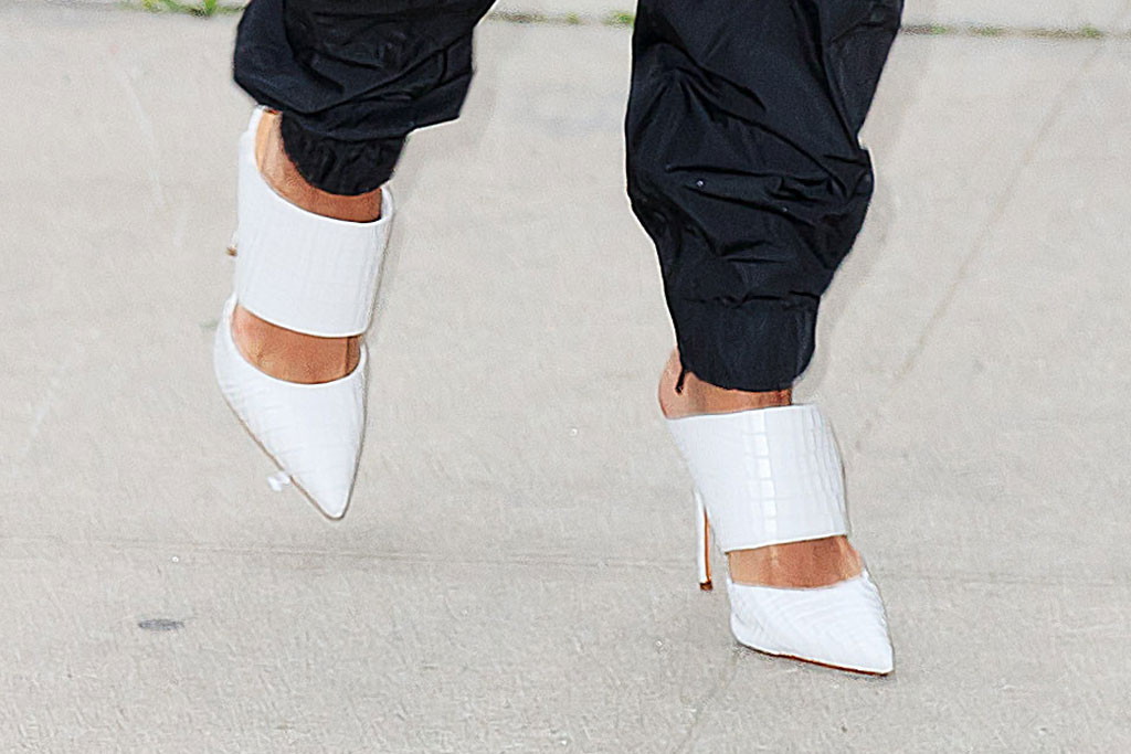hailey baldwin, celebrity street style, nyc, white pointy-toed mules, shoe style