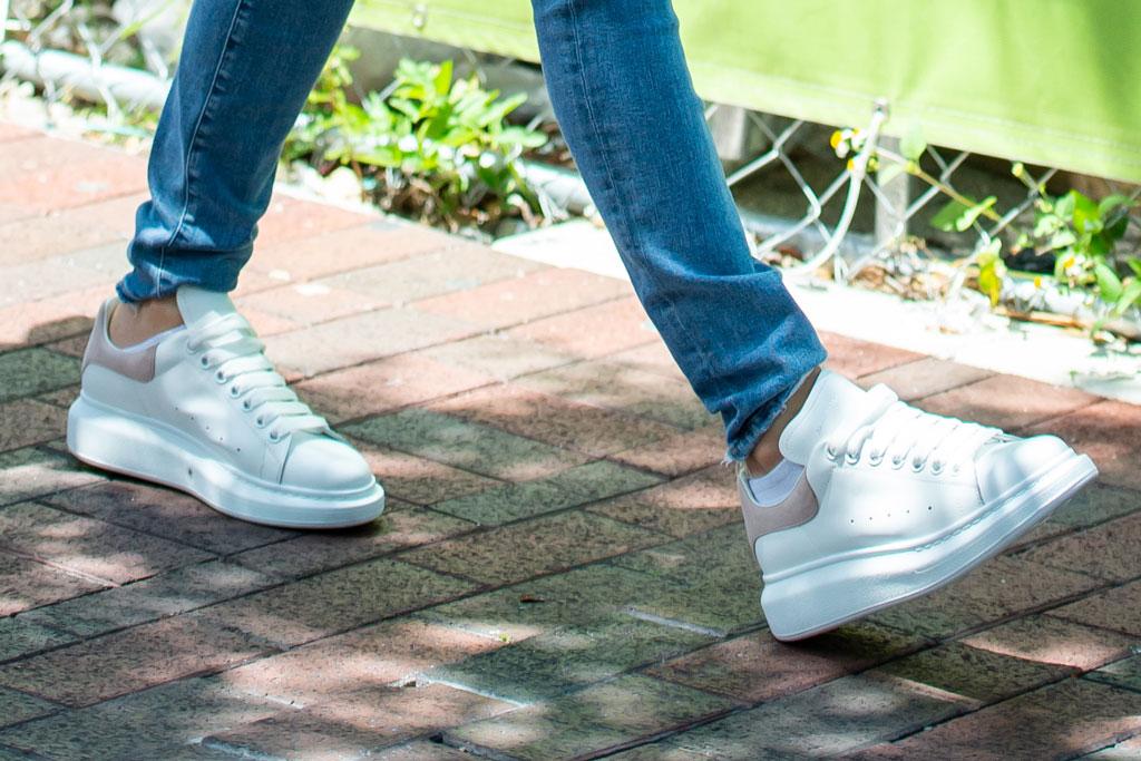 jennifer lopez, alexander mcqueen sneakers, j-lo, celebrity style, skinny jeans,