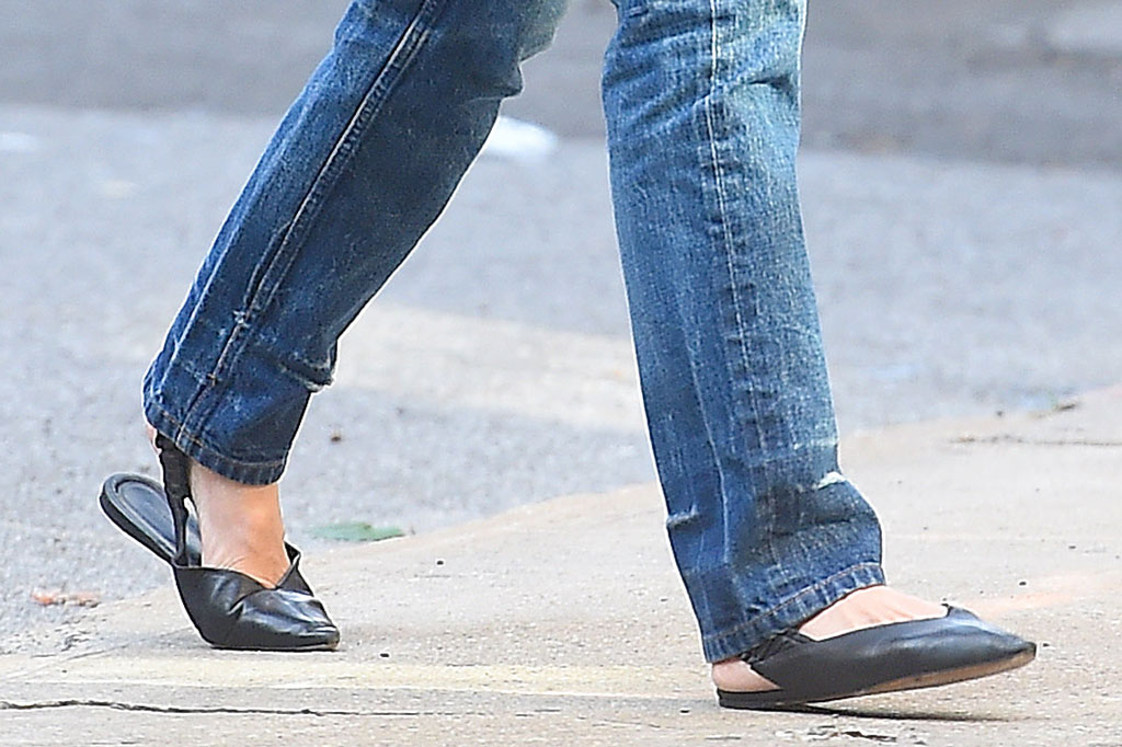 Katie Holmes, elastic back flats, celebrity street style, bootcut jeans