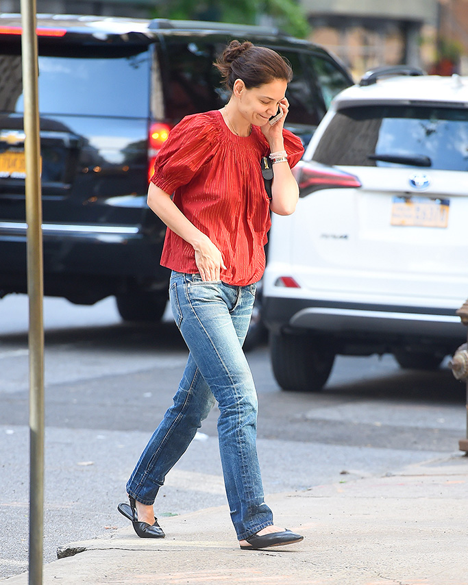 Katie Holmes, bootcut jeans, slingback flats, celebrity style, nyc, wears a red top and jeans in New York City.Pictured: Katie HolmesRef: SPL5093917 280519 NON-EXCLUSIVEPicture by: Robert O'Neil / SplashNews.comSplash News and PicturesLos Angeles: 310-821-2666New York: 212-619-2666London: 0207 644 7656Milan: 02 4399 8577photodesk@splashnews.comWorld Rights