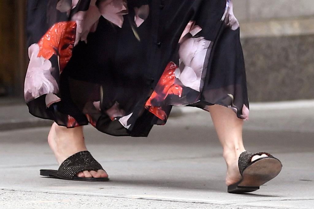 Katie Holmes, shiny black slides