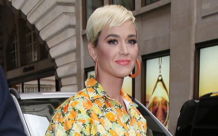 katy perry, simon miller, floral jumpsuit, orange hoop earrings, blonde, short hair, celebrity style, london