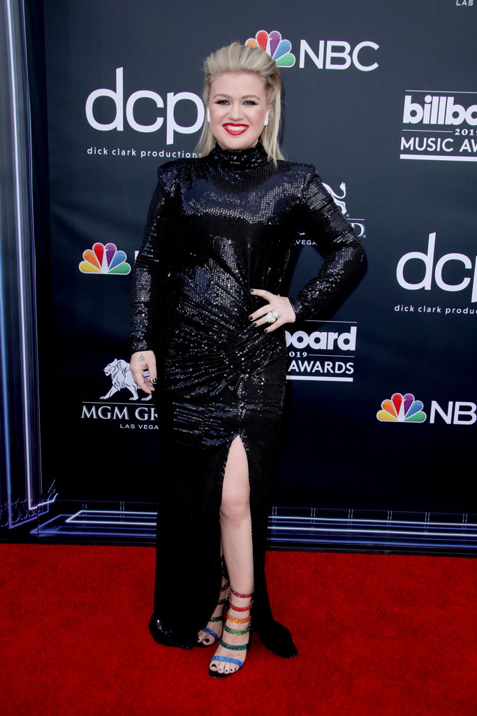 kelly clarkson, 2019 bbmas red carpet, leggy black dress, rainbow sandals, legs