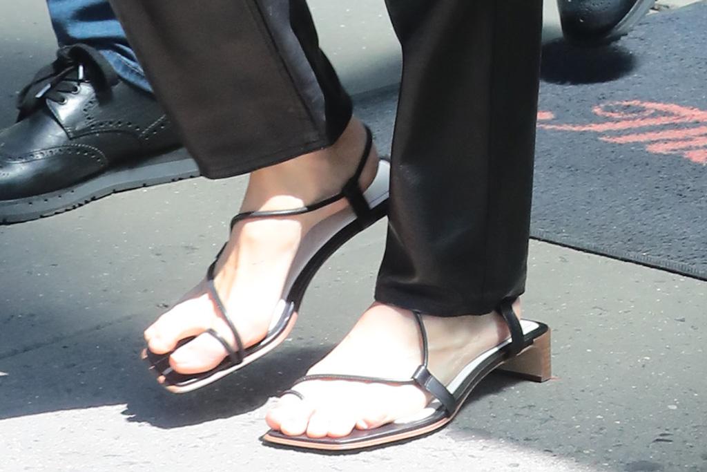 Kendall jenner, feet, sandals, gladiator sandals, celebrity style