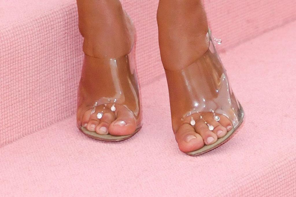 Kim Kardashian, sandals, red carpet, 2019 met gala
